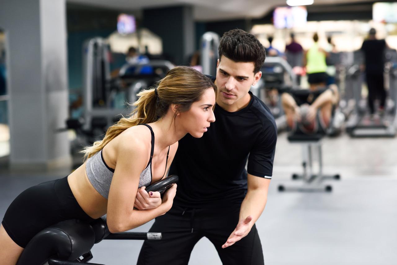 Fitnesskaufmann bei der Arbeit